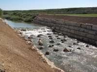 La CHE finaliza la restauración de margen derecha y salto disipador de energía del río Riguel, en Ejea