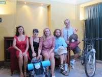 El Teatro Gayarre retoma su programación de verano este viernes con una comedia situada en el Camino de Santiago