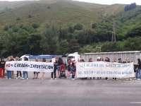 Mujeres de mineros se concentran ante la Térmica de Soto de la Barca para defender el sector