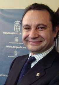 Arahuetes, contrario a subir impuestos, busca fórmulas para amortiguar la pérdida de casi un millón en 2013 por el IVA