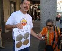 Amigos de la Ceca lanza monedas al aire para conmemorar los 200 años de la proclamación de 'La Pepa' en Segovia