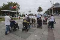 Estudiantes discapacitados de la UIMP someten a examen la accesibilidad de Santander, que valoran positivamente