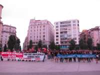 Medio millar de personas, de la Plataforma Social y funcionarios de Santander, protestan