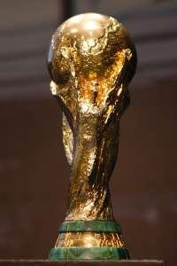 La copa del Mundo y las dos Eurocopas se expondrán en el IAACC Pablo Serrano