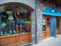 Mundo Glaciar destaca la buena acogida de actividades, como parapente, quads o 4x4 este verano en el Pirineo aragonés