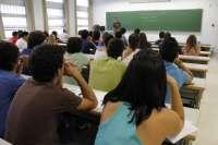 Un total de 44 centros públicos participarán en el programa piloto para implantar el libro de texto digital