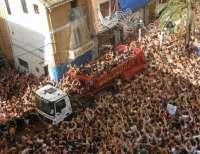 Los participantes en la Tomatina de Buñol se lanzarán 120.000 kilos de tomate procedentes de Moncofa