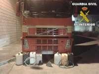 Detienen a 3 personas sorprendidas in fraganti cuando intentaban sustraer el combustible de un camión