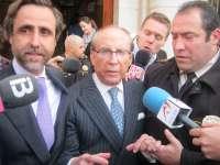 Ruiz-Mateos llega a la Jefatura Superior de Policía de Palma, donde pasará la noche en los calabozos