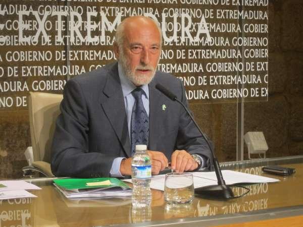 Las listas de espera en actividad quirúrgica y consultas externas bajan en Extremadura en el primer semestre de 2012