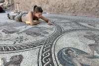 Descubren en Cástulo un mosaico del Alto Imperio romano que destaca por su estado de conservación