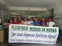 Un centenar de vecinos se encierra en el ambulatorio de Casariche para pedir un médico 24 horas