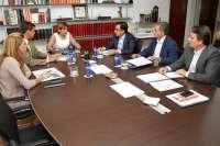 Bonig analiza con Tragsa y Vaersa acciones para recuperar las zonas quemadas de Cortes de Pallás y Andilla