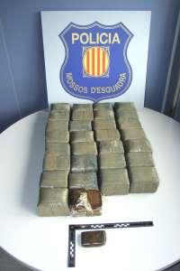 Dos detenidos en Alcanar cuando escondían un fardo de 33 kilos de hachís