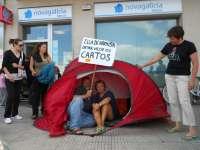 Medio centenar de afectados por las preferentes marchan por Pontevedra para exigir su dinero sin una quita