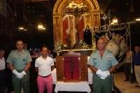 La Legión entrega el estandarte orlado y la réplica del Cristo de la Buena Muerte