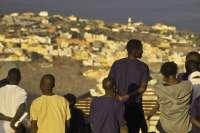 Los inmigrantes 'sin papeles' pierden desde este sábado su derecho a tener tarjeta sanitaria en España