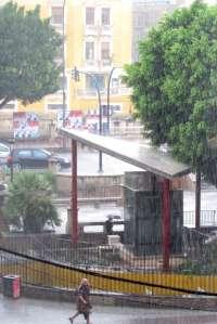La Aemet activa para este viernes la alerta naranja y amarilla por lluvias y tormentas en la Región