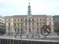 Bilbao aprueba una subida general de 2,5% de impuestos y tasas para 2013