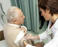 El 56,3 por ciento de los mayores de 65 años extremeños se vacunó contra la gripe en la temporada pasada