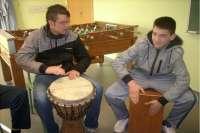 La música reporta beneficios educativos y sociales para luchar contra elabandono escolar, según un estudio