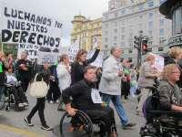 Cientos de personas recorren las calles de Oviedo en protesta por los recortes en materia de discapacidad