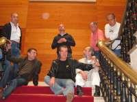 El Ayuntamiento mediará por los prejubilados de Naval tras encadenarse 6 de ellos a las escaleras del Consistorio
