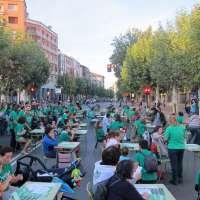 Más de 200 personas en la 'clase magistral' de los encerrados en el IES Sagasta frente al Palacio de Gobierno