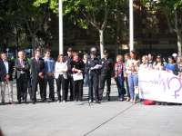 La concentración mensual contra la violencia de género reconoce la actuación de la Policía Nacional en ayuda a víctimas