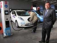 Nissan confía en que la red de puntos de recarga rápida dé el impulso necesario al vehículo eléctrico