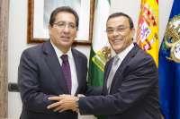 La Diputación y Cajasol colaboran en actividades turísticas, culturales y de cooperación al desarrollo