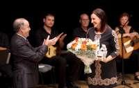 Català recibe el premio 'Obrint Camins' de la Asociación de Estudios del Cant Valencià