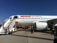 Iberia Express estudia operar desde el aeropuerto de A Coruña  y se mantiene Santiago y Vigo