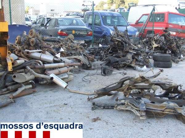 Empleados de un desguace pillan a tres ladrones que les robaron piezas por 3.000 euros