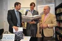 El libro 'Picasso: ¡Fuego eterno!' reúne el fondo fotográfico del pintor malagueño realizado por Juan Gyenes