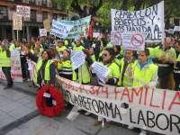 Unos 150 trabajadores de CEMEX protestan en Toledo ante el