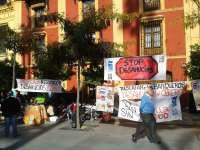 Las familias del bloque ocupado de San Lázaro mantienen el campamento y esperan una reunión con la propiedad