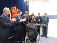 Cuatro miembros de las Fuerzas y Cuerpos de Seguridad del Estado reciben la Cruz de la Orden del Mérito Civil
