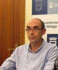 IU critica que dos docenas de árboles llevan nueve meses secos en la plaza de la Merced