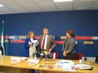 Caja Badajoz dona 6.500 euros a Cruz Roja con los que se comprarán productos de primera necesidad para familias