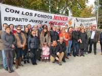 Alcaldes y dirigentes del PSOE en el Guadiato acuden a la acampada con la que Belmez reclama fondos del Miner
