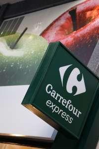 'Carrefour' entrega al banco de alimentos 24,3 toneladas de comida procedente de sus fondos y la ciudadanía