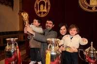 La Copa del Mundo y las dos Eurocopas ganadas por la Selección Española de Fútbol se han expuesto hoy en la UCAM