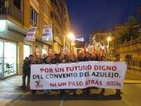 Centenares de trabajadores del sector cerámico se manifiestan por un futuro