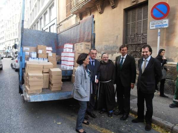 Emaya destina 8.000 euros en productos de primera necesidad para atender la demanda de ayuda social de Palma
