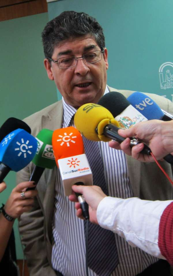 Valderas prevé que Andalucía pida más de 4.906 millones al FLA en 2013 y descarta que la Junta realice nuevos recortes
