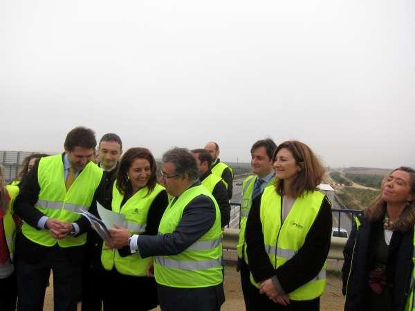 Entra en servicio otro tramo del tercer carril en la A-49 y el Gobierno pretende finalizar las obras en 2013