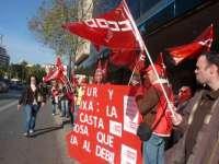 Cerca de 50 personas se concentran para exigir que una trabajadora de Presegur sea readmitida