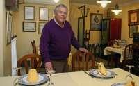 Un hostelero de Lepe reparte una Nochebuena más comida entre inmigrantes y seguirá así