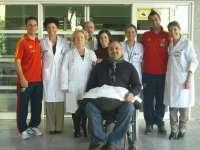 La Selección Española Paralímpica reparte juguetes a los niños ingresados en el Hospital General